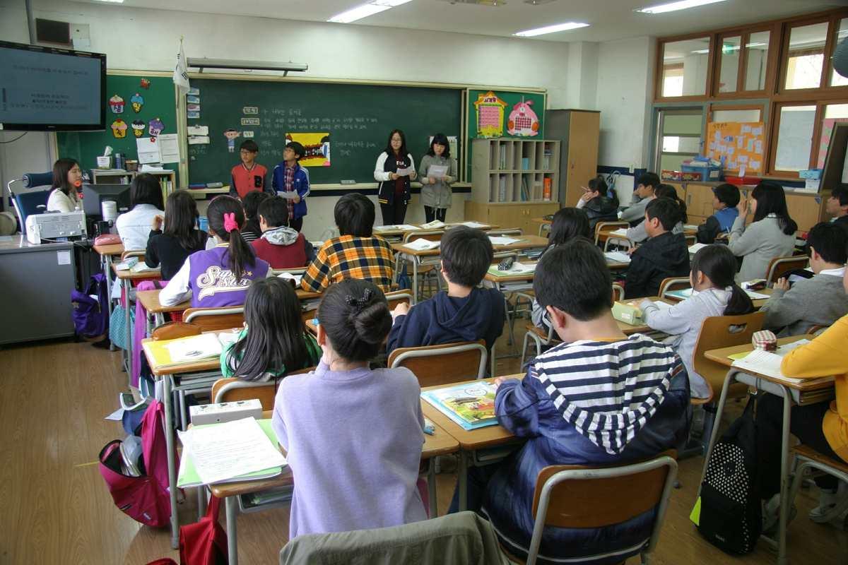 Αποτέλεσμα εικόνας για Οδηγία: Κανείς πλην εκπαιδευτικών εντός σχολείου στη διάρκεια της λειτουργίας του